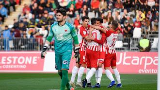 Los jugadores del Almería celebran el gol de Juan Carlos al Numancia.