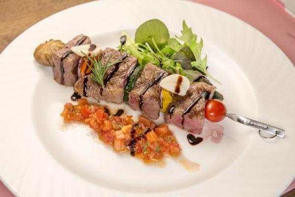 把最好的味道送上桌,在府城回到肉食的文化原點,『 愛大牛-A5近江和牛宴 』 · 算命的說我很愛吃
