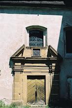 Photo: Über dem Schlosskapellen-Eingang ist das Wappen der Familie von Grafenstein angebracht.