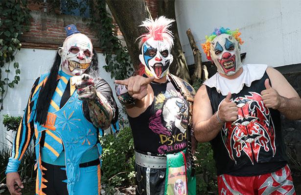 VIDEO: Se agreden Psycho Clown y Pagano rumbo a Triplemanía XXIV