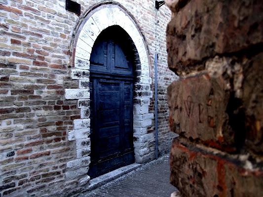 Una porta blu di El_Patra