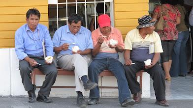 Photo: Señores consumiendo helados Venezia en la Plaza de Armas de Ilo
