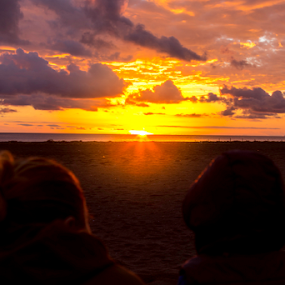 see the sunset by Fabrizio Contadini - People Family ( clouds, sky, see, sunset, sea, beach, landscape, people, sun )