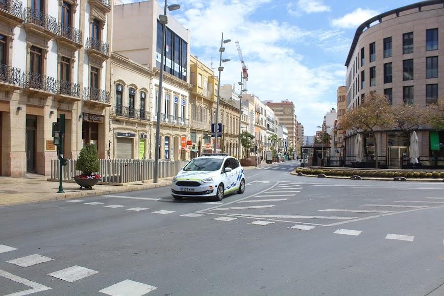 Patrulla de la Policía Local en Puerta de Purchena.