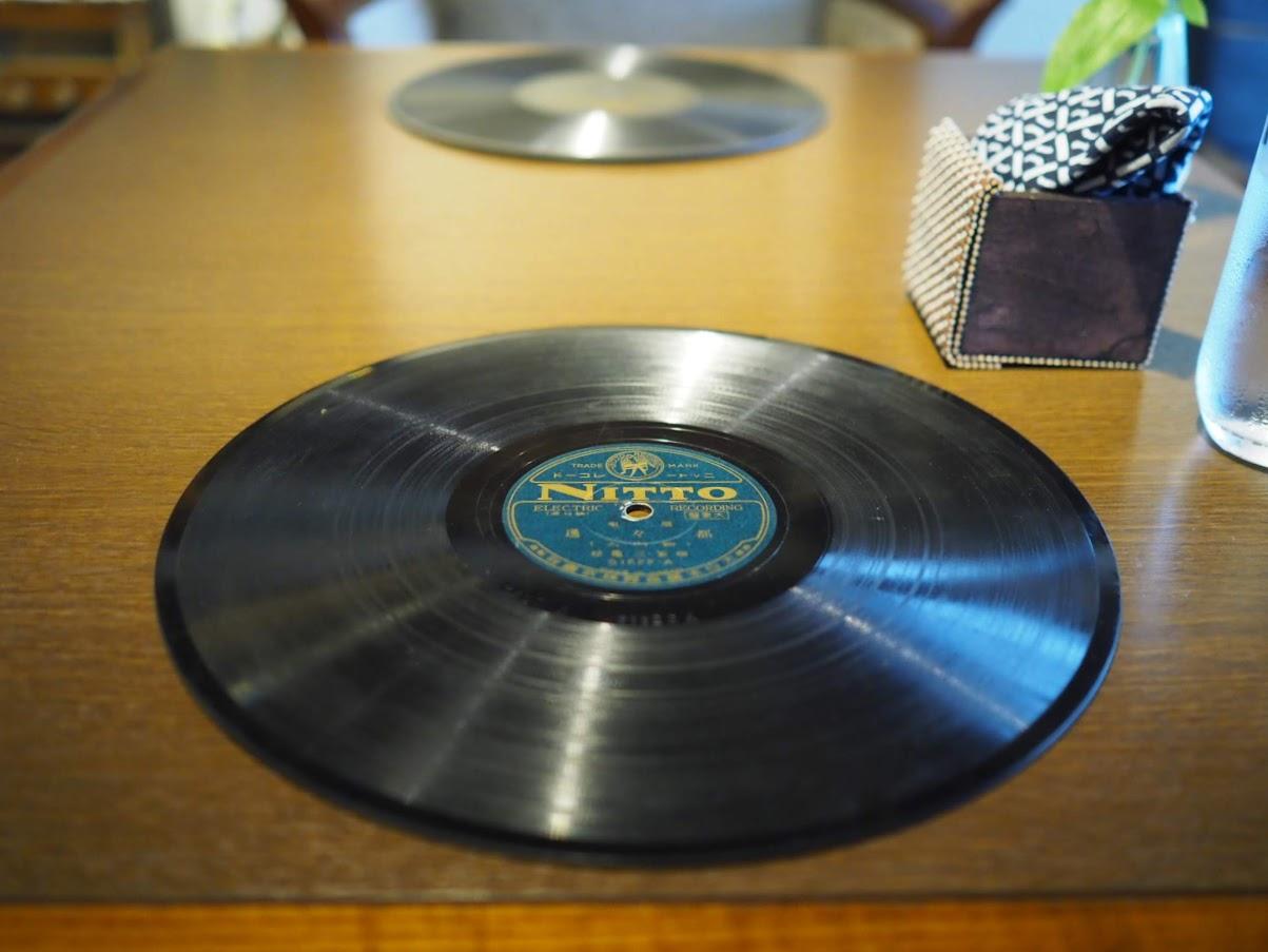 レコードがランチョンマット替わり