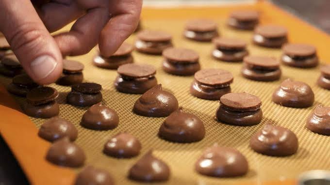 C.C.C.(Club des Croqueurs de Chocolat / クラブ・デ・クロクール・ドゥ・ショコラ チョコレート愛好会)