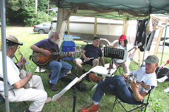 Photo: Jam with Dave Crump (guitar) , others on banjo like Norbert Hebert (front right) ...