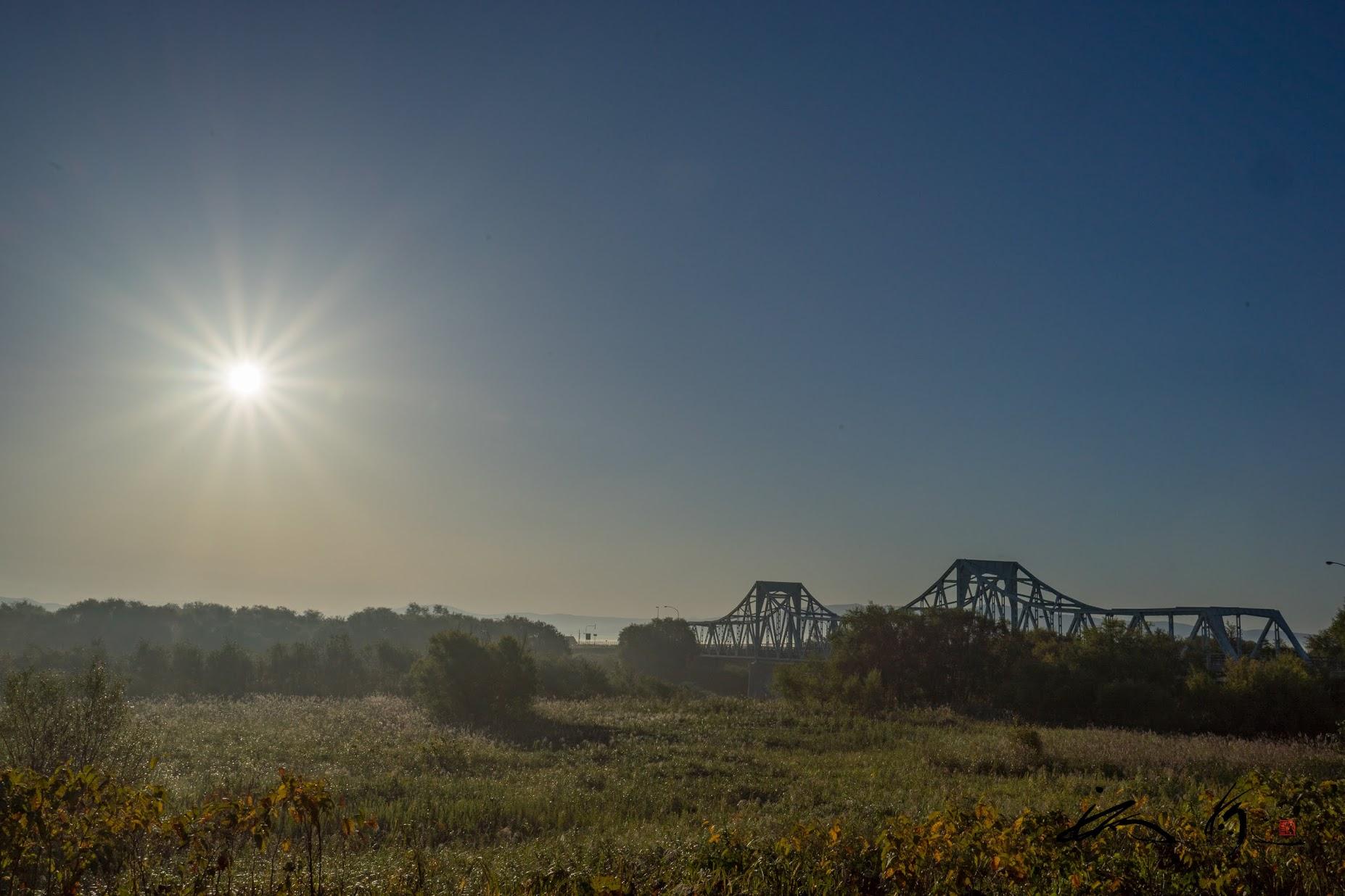 筑紫橋を照らす朝の光