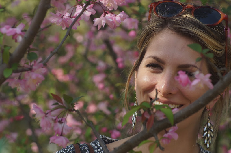 La fioritura dei ciliegi: ritratto di una americana in rosa di Lipalipa