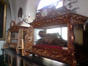 Photo: Sarkofagi ze zwłokami rzymskich żołnierzy: św. Teodata i św. Krystiana