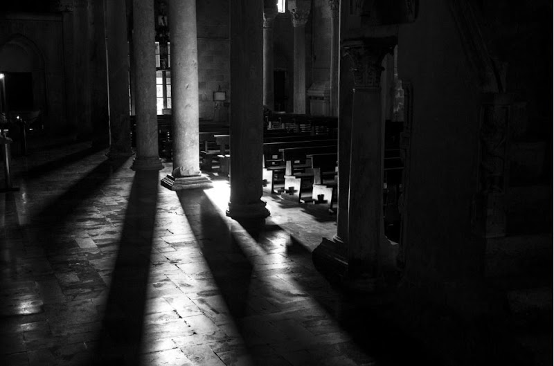 Columns Shadows di cristiandragophoto