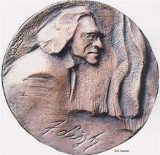Photo: De beeltenis van Franz Liszt in een bronzen plaquette gegoten naar een ontwerp van de Hongaarse kunstenares Szathmáry Gyöngyi.
