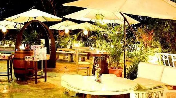 Cocoparra__Happy_dining_space_amidst_the_green