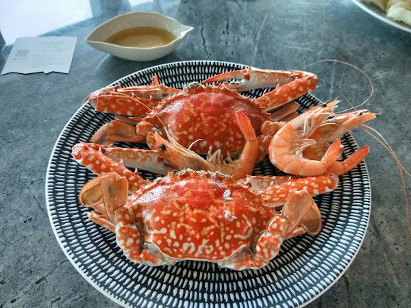 螃蟹新鮮 景色優美 坐位環境舒適 服務態度很專業 很喜歡!