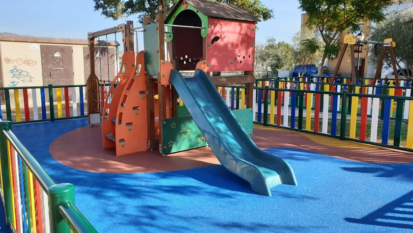 Parque infantil en Huércal de Almería abierto con horarios y medidas de seguridad.