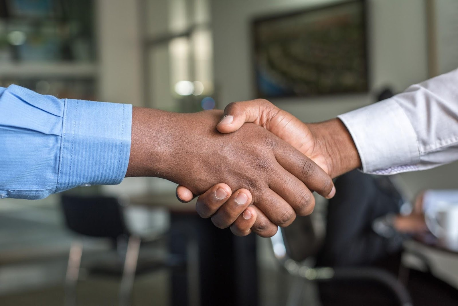 shaking hands on the secrets of sealing deals