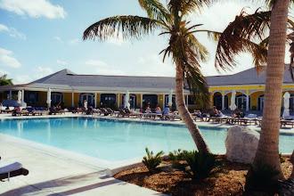 """Photo: #007-Le Club Med """"Columbus Isle"""" dans l'île San Salvador"""