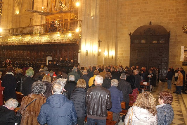 Numerosas personas llenaron la Catedral de la Encarnación.