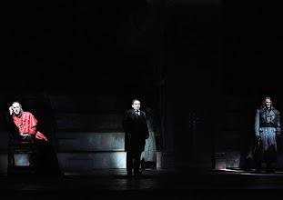 Photo: Theater an der Wien: MATHIS, DER MALER von Paul Hindemith. Premiere 12.12.2012, Inszenierung: Keith Warner.  Kurt Streit, Charles Reid, Oliver Ringelhahn. Foto: Barbara Zeininger.