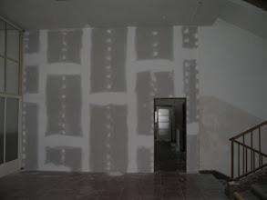 Photo: Oddělení pronajatých prostor od zbytku přízemí. Dříve jsme měli dílnu ve sklepě.