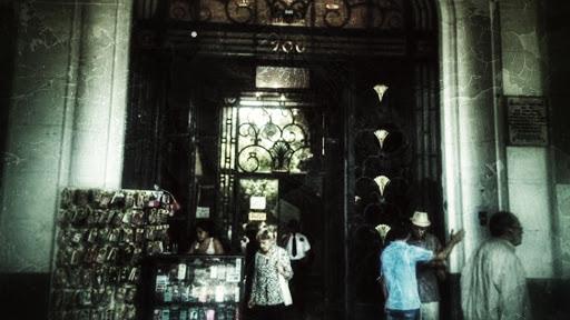 Entrada del Portal Fernandez Concha