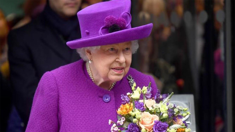 Elizabeth I and Elizabeth II: The Golden Queens