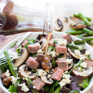 Steak Salad with Grilled Asparagus and Mushrooms.