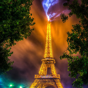 Parisian Lighthouse by Pierre Husson - Buildings & Architecture Statues & Monuments ( eiffel tower, paris, night lights, night scene, city lights, france )