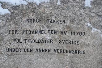 Photo: Minnessten på Djurgården bakom Nordiska museet.