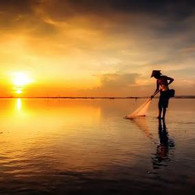 Fisherman by Made Suwita - People Street & Candids ( bali, silhouette, indonesia, fisherman, people )