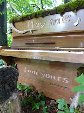 Photo: Das Klavier zum spielen für Jedermann, Land Art Klavier von Mirko Siakkou-Flodin, mehr https://pianoartkunst.wordpress.com/