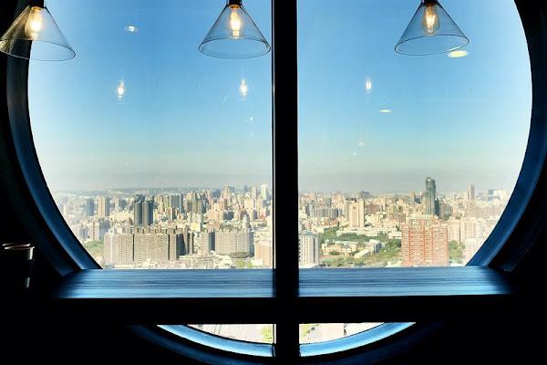 咖啡任務 CAFE TASK位居36樓的高空咖啡館,將城市美景盡收眼底,享有平價好喝的香濃咖啡!台中咖啡館甜點下午茶!
