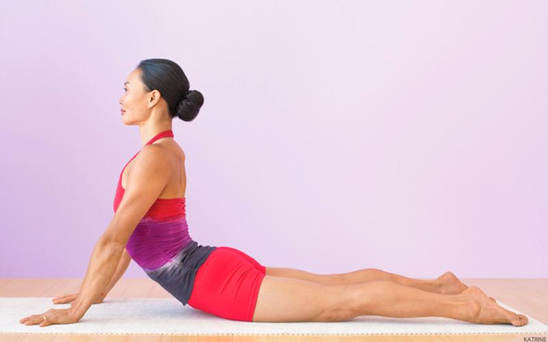 Tư thế rắn hổ mang Bhujangasana - Bài tập yoga giảm béo bụng