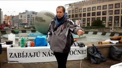 """Photo: Juraj Chlebík (Zem a vek, ĽSNS, Marián Kotleba, Slovenskí branci, Helena Mezenská, Hlas Ruska, SHO, SNS), ktorý sa tiež rád vyhráža... """"Kto ešte chce byť nápomocný Občianskemu tribunálu , aby sme rýchlejšie nahradili cenzurované média a znemožnili sa systému rozťahovať na našom území ??????????????????????????????????????????????? Ak chceš pomôcť pošli mi do Fb správy tvoj mail a ja ti prepošlem potrebné ! odpisujte mi na mail: juraj-chlebik@centrum.sk, mobil: 0948 599 353, ak Ste prvá/ý vo vašej obci , alebo meste , môžete byť koordinátor, ak vás je viac, sami si z počtu členov koordinátora zvolíte na zhromaždení.""""  Pyramída - http://sk.netlog.com/vyvadas/guestbook  https://www.facebook.com/vyvadas?fref=ts"""