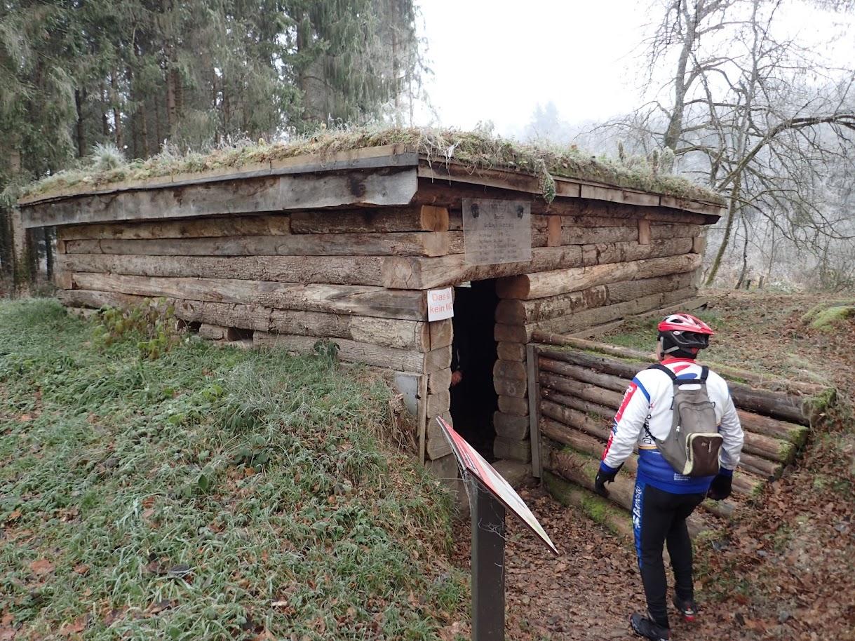 Blockhaus suisse en bois (Grande Guerre) reconstruit en 2012