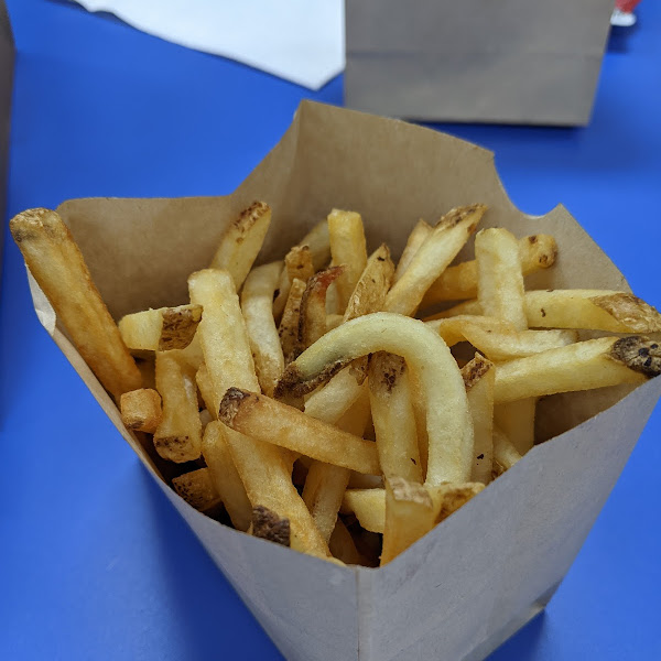 January 2021 - manager confrms the fries are prepared in a separate fryer