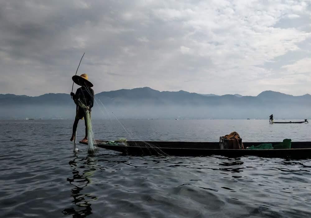 Intha+fisherman+inle+lake+burma
