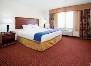 HOLIDAY INN EXPRESS and SUITES AIRPORT EAST
