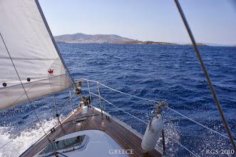 Photo: Segelturn-Griechenland-2010, Anfahrt in den Hafen von Ermoupoli auf Syros
