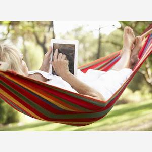 Hamac cu bara de lemn pentru o vara relaxanta