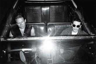 Photo: Serge Krüger et Dominique Ganglof dans la Cadillac blanche, 1976.
