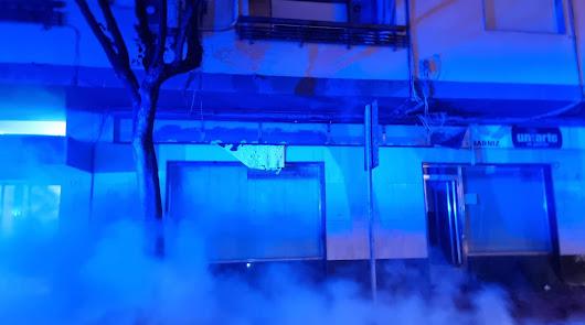 Prenden fuego a cinco contenedores en la calle Granada