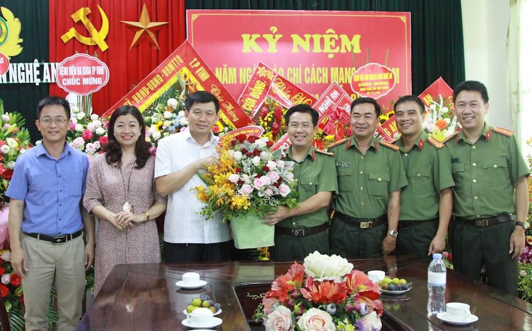 Ban Tuyên giáo tỉnh Nghệ An chúc mừng Báo Công an Nghệ An