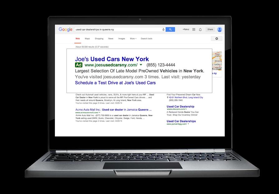 Esempio di annuncio con sitelink dinamici su laptop.