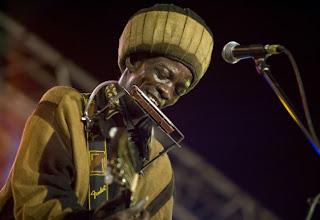 Photo: Un cantante del Festival del Desierto Mali (Foto de Alice Mutasa)