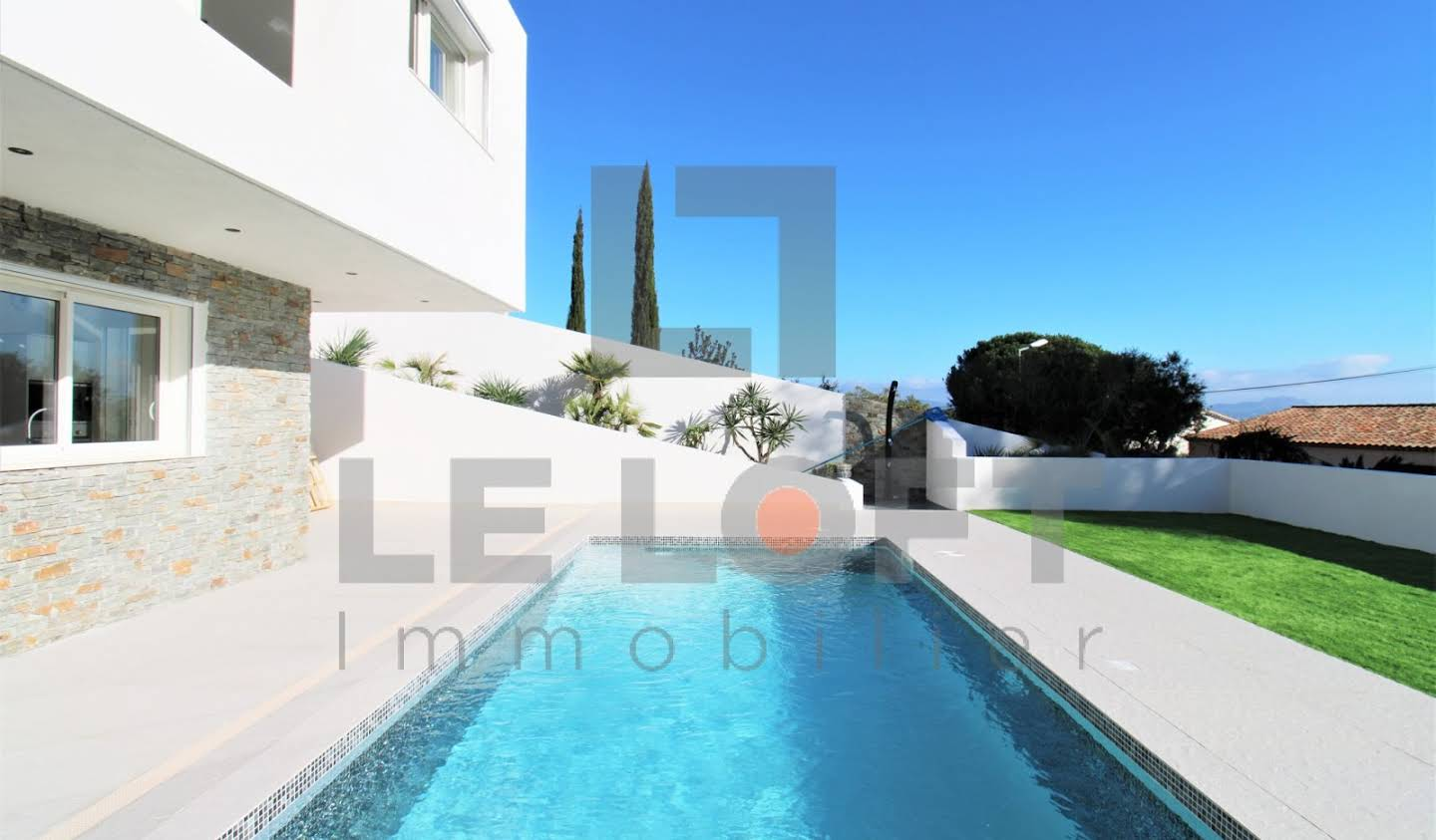 House with pool and terrace Saint aygulf