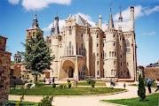 Дворец в Асторге - еще одно творение Гауди