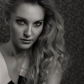 Jennifer by Ralf Eyertt - Black & White Portraits & People ( face, sexy, young woman, model, girl, black and white, female, beauty, closeup,  )