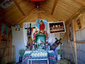 Photo: Auch eine (Schilf-) Kirche gibt's.
