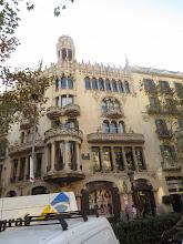 Photo: Esto es la esquina de la cuadra donde está la casa Batlló, que tenía mucha gente alrededor y me dio más ganas sacarle a este.